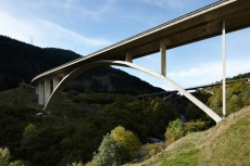 The Nanin Bridge in Mesocco (1966–1968) is 192m long and has an arch span of 112m [© Ralph Feiner]