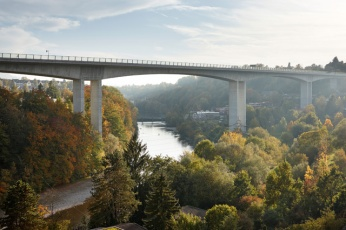 Felsenau Bridge in Berne (1972–1974) is a prominent structure that dominates views from the Felsenau district up the river towards the Alps in the distance [© Ralph Feiner]